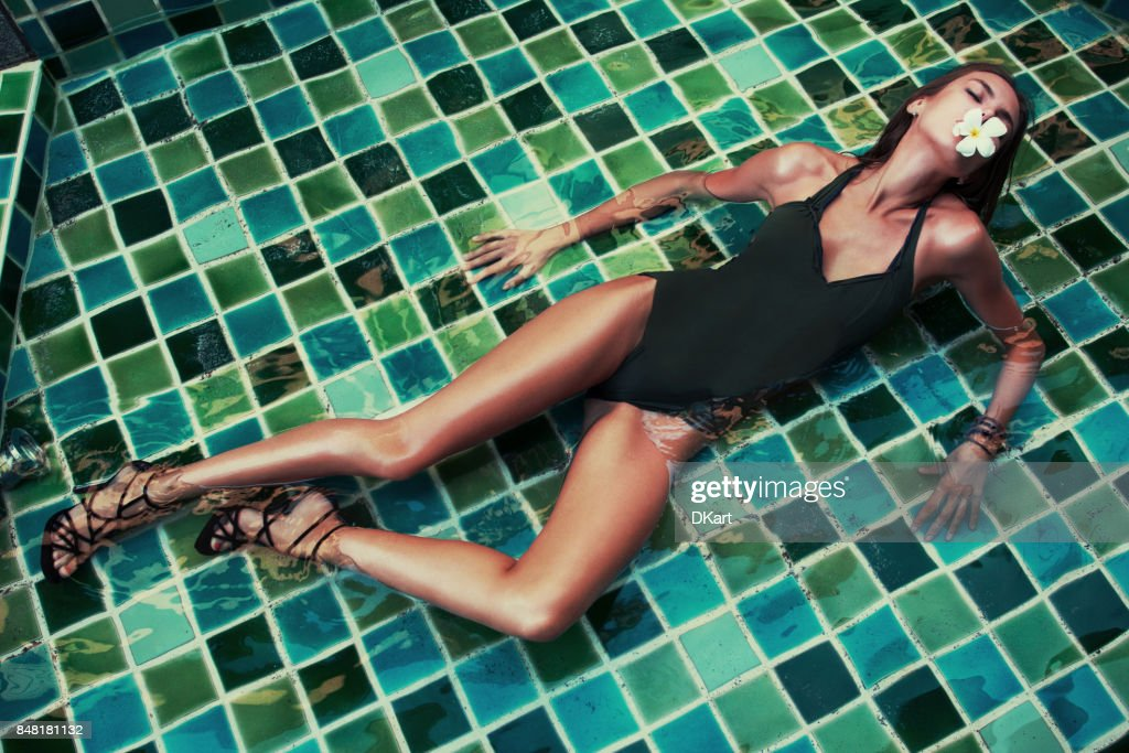 Tanned girl in a swimsuit : Stock Photo