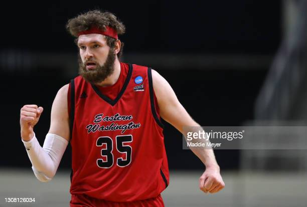 Tanner Groves of the Eastern Washington Eagles reacts during the first half against the Kansas Jayhawks in the first round game of the 2021 NCAA...