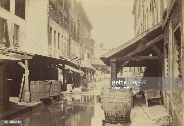 Tannerie au bord de la Bievre / La Bievre et les tanneries. A l'heure actuelle, un egout suterrain, Charles Marville , Paris, France, 1860 - 1870,...