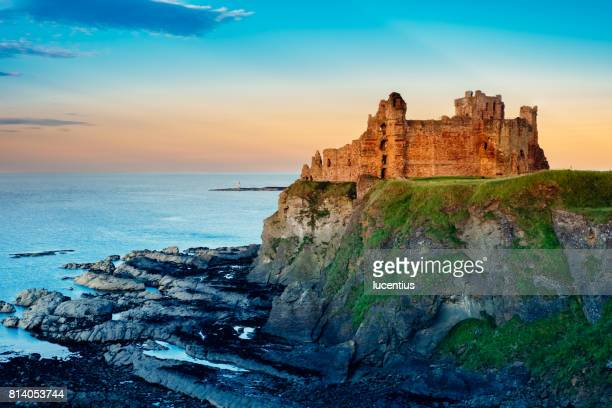 tantallon castle, scotland - ruined stock pictures, royalty-free photos & images