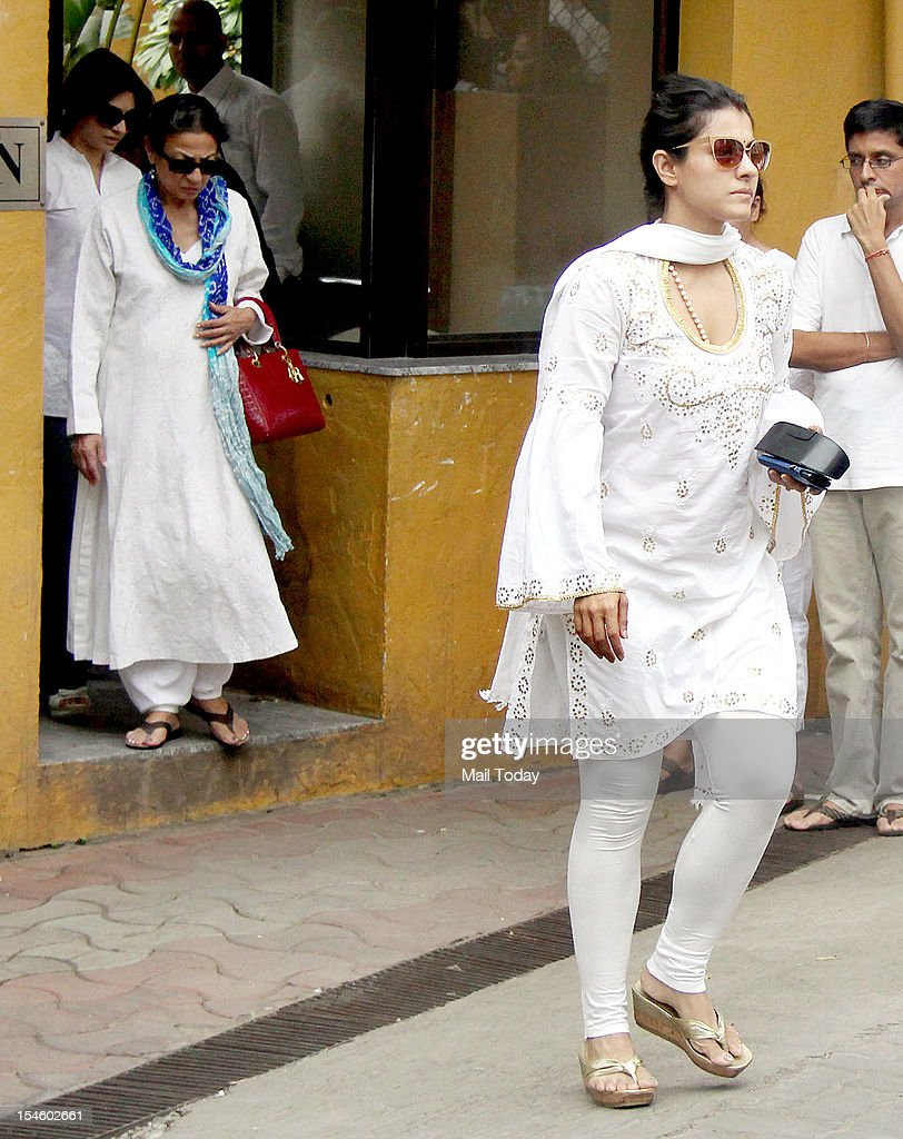 Tanuja and Kajol came to pay last respects to Yash Chopra in Mumbai on 22nd October 2012