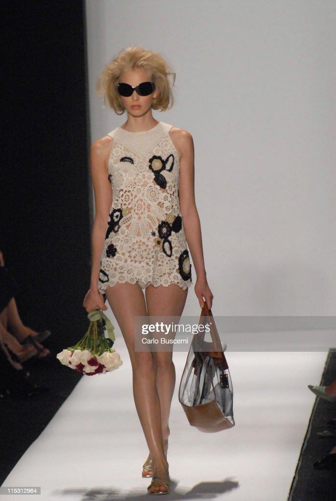 Olympus Fashion Week Spring 2007 - Oscar de la Renta - Runway