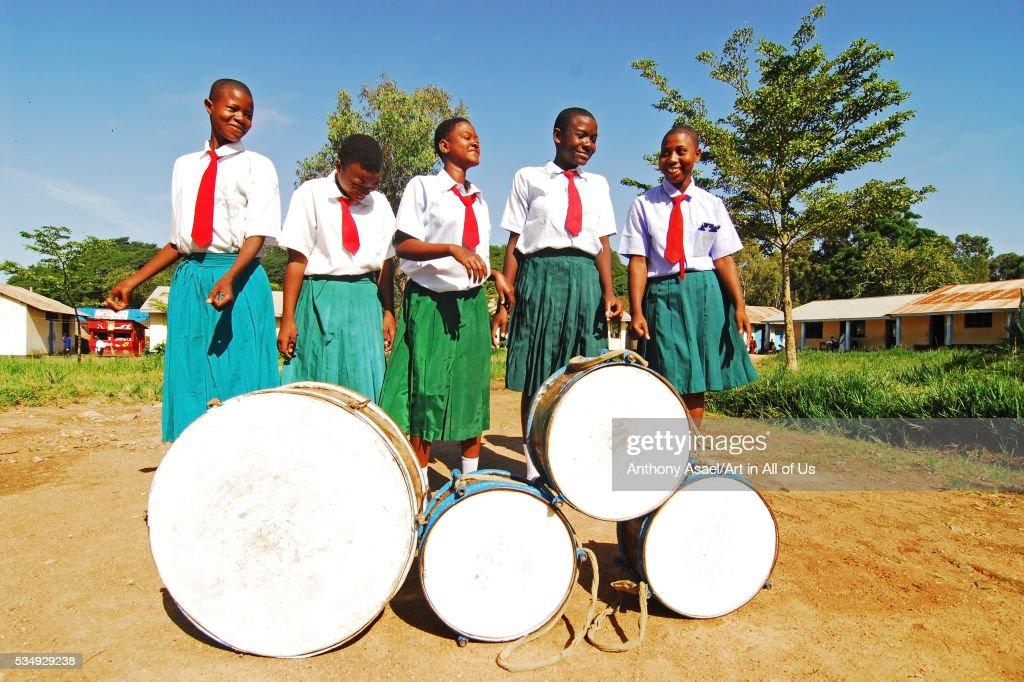 Tanzania, Mwanza, schoolchildren dancing and playing drum in schoolyard : News Photo