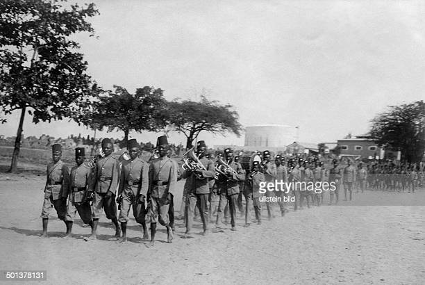 German East Africa English troops in Sansibar undated probably around 1910 Photographer Haeckel