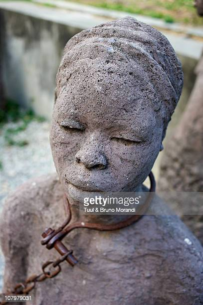 tanzania, zanzibar, stone town, old slaves market - slaves in chains stock pictures, royalty-free photos & images