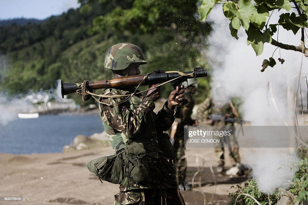 A Tanzanian African Union soldier shoots : News Photo