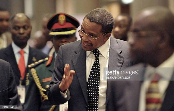 Tanzania's President Jakaya Kikwete talks to unidentified officials at the Southern African Development Community special summit on Madagascar in...