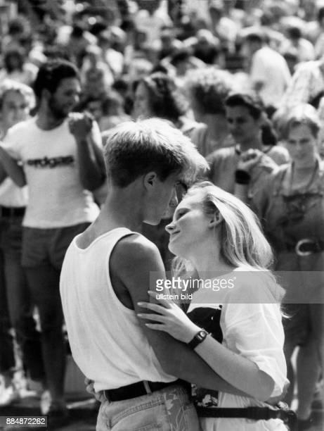 Tanzendes Paar während einer Veranstaltung in der Freilichttheater 'Junge Garde' in Dresden