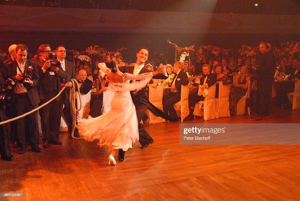 Bb Wiesbaden tanzpaar bei gala 42 des sports rhein hallen