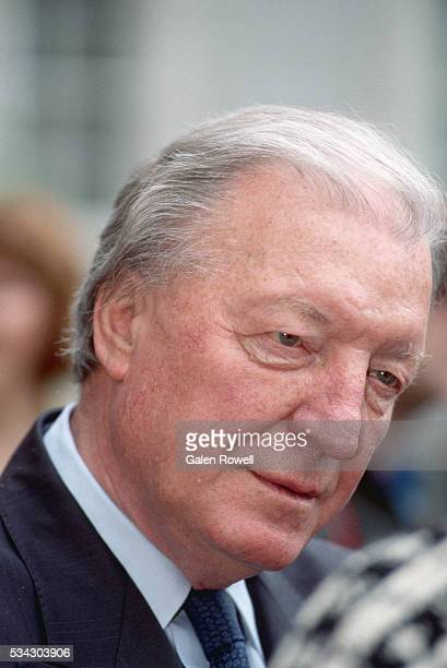 taoiseach charles haughey - prime minister stock pictures, royalty-free photos & images