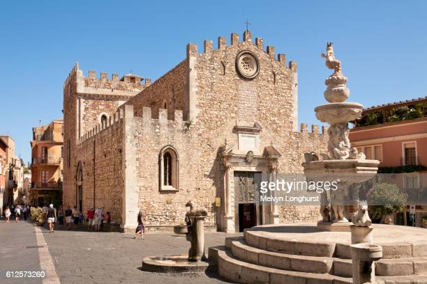 taormina cathedral, cathedral of san nicolo, and baroque fountain, piazza del duomo, and corso umber - taormina stock pictures, royalty-free photos & images