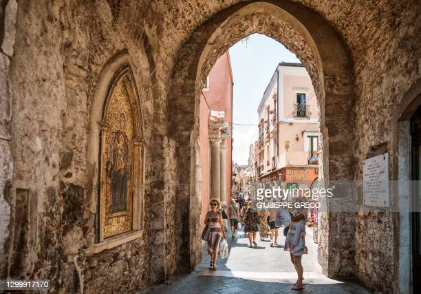 taormina centro storico - taormina stock pictures, royalty-free photos & images