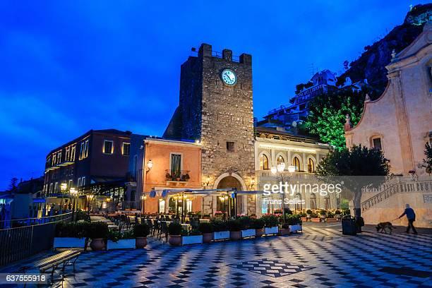 taormina, piazza ix aprile, sicily, italy - frans sellies stockfoto's en -beelden