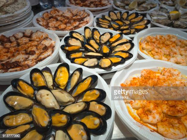 tapas, small savoury snacks for sale in a spanish market. - malaga photos et images de collection
