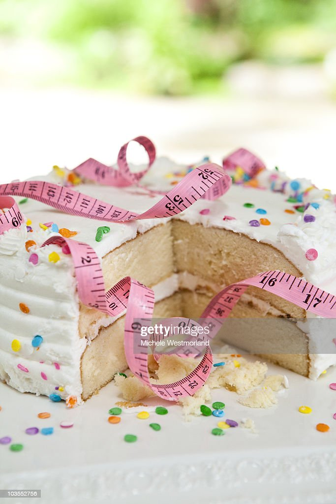 Tape Measure Wrapped Around Cake : Bildbanksbilder