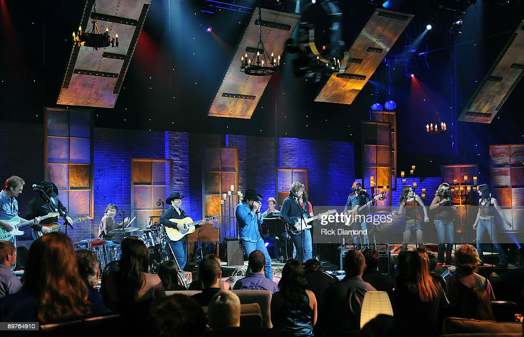 Taping of cmt invitation only featuring brooks dunn photos and taping of cmt invitation only featuring brooks dunn at the grand ole opry house on stopboris Images