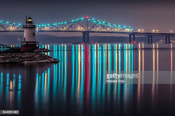 tappan zee bridge and the sleepy hollow lighthouse. tarrytown, ny. hudson river. westchester county, new york. new york state - westchester county stock pictures, royalty-free photos & images