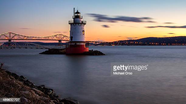 CONTENT] Tappan Zee Bridge Sleepy Hollow lighthouse New York Hudson River