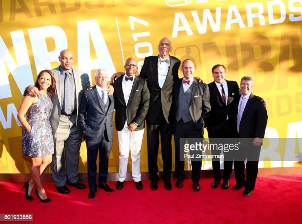 Tara August Charles Barkley David Levy Kenny Smith Kareem AbdulJabbar Ernie Johnson Craig Barry and Lenny Daniels attends the 2017 NBA Awards at...