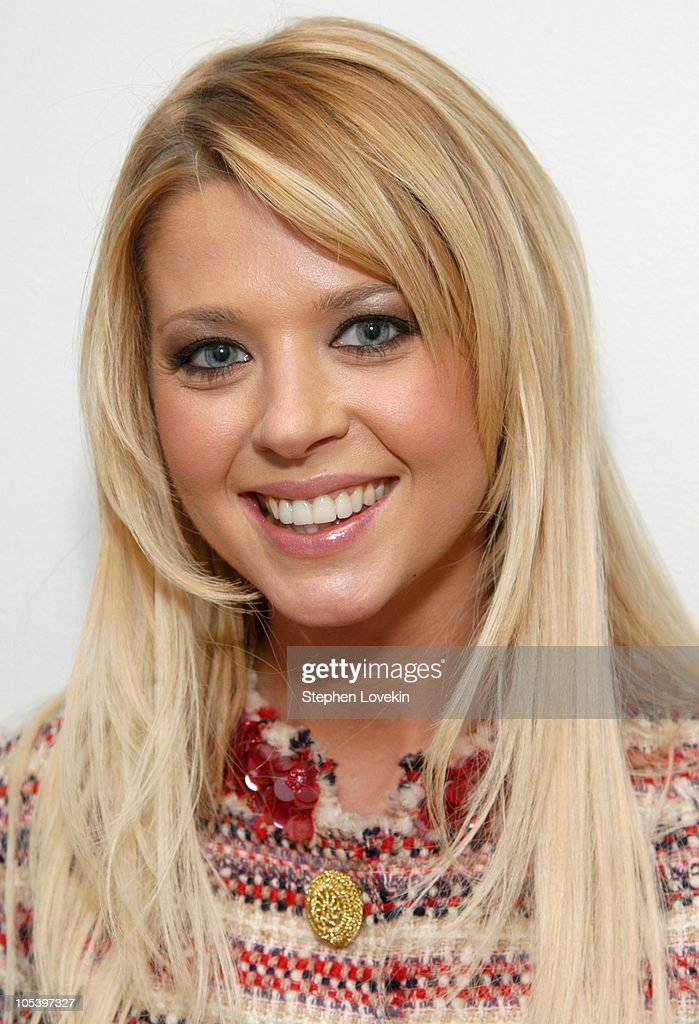 "Tara Reid Visits MTV's ""TRL"" - January 24, 2005"