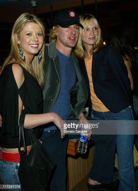 Tara Reid, Owen Wilson and Sara Foster during Glamour's Annual Don't Party - Inside at Shakey's Pizza in Los Angeles, California.