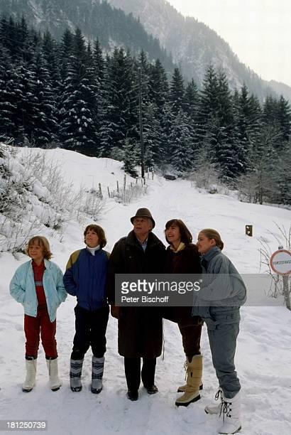 Tarek Helmy Timo Niessner Peter Weck Thekla Carola Wied Julia Biedermann Mayrhofen Tirol ZDFSerie 'Ich heirate eine Familie' Folge 'Schumanns...