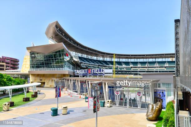 target field home of the minnesota twins mlb team - target field minneapolis stock pictures, royalty-free photos & images