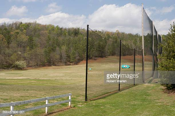 target on golf range, side view - driving range stock pictures, royalty-free photos & images