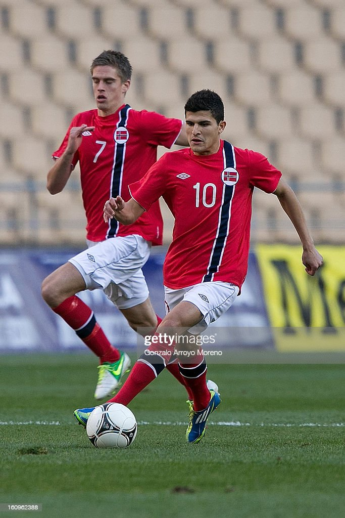 Tarik Elyounoussi (R) of Norway and his teammate Markus Henriksen (L)run for the ball during the international friendly football match between Norway and Ukraine at Estadio Olimpico de Sevilla on February 6, 2013 in Seville, Spain.