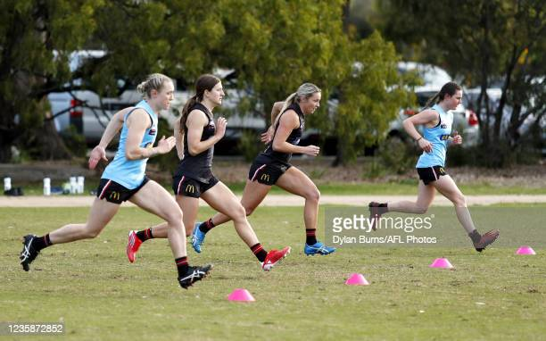 Tarni White of the Saints in action during the St Kilda training session at RSEA Park on October 14, 2021 in Melbourne, Australia.