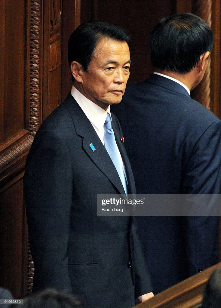 Taro Aso, Japan's prime minister, arrives at the Lower House : ニュース写真