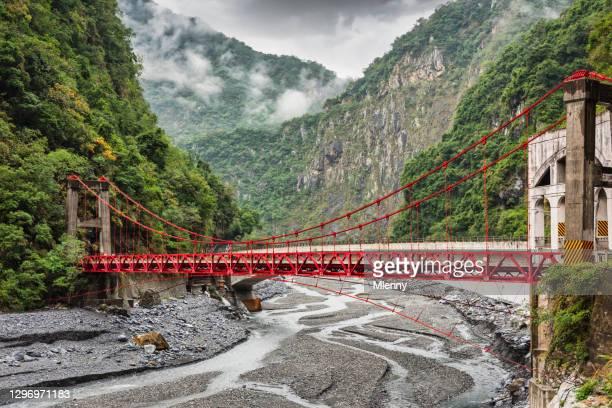 taroko gorge cimu bridge over liwu river taiwan taroko national park - hualien county stock pictures, royalty-free photos & images