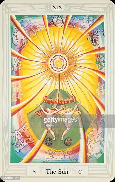 tarot tarjeta el sol - aleister crowley fotografías e imágenes de stock