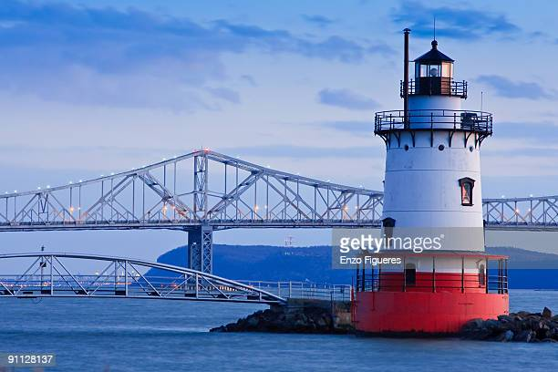 tarrytown lighthouse and tappan zee bridge - westchester county stock pictures, royalty-free photos & images