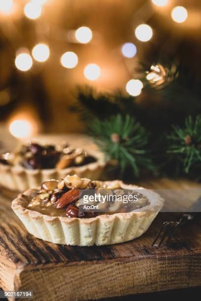 Tart with caramel and nuts