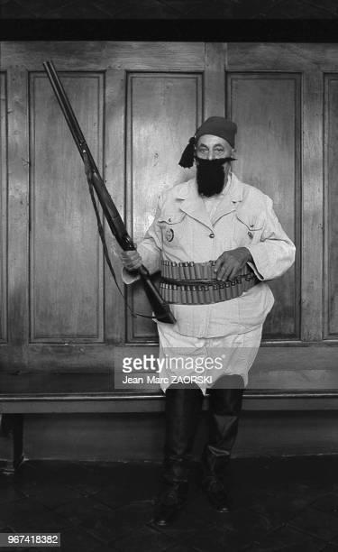 Tartarin de Tarascon le héros du roman d'Alphonse Daudet pose dans le salon de la mairie lors des fêtes de la Tarasque fêtes traditionnelles du...