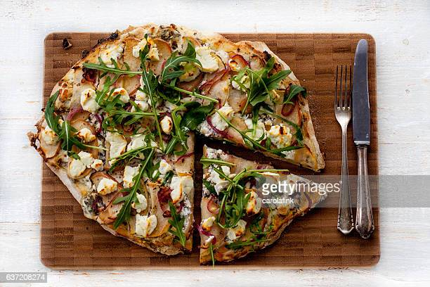 tarte flambée with goat cheese and apple slides - carolafink stock-fotos und bilder