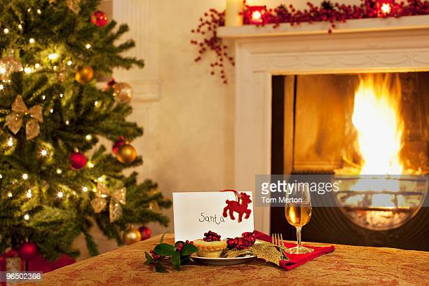 Törtchen, Wein und Karte für Santa