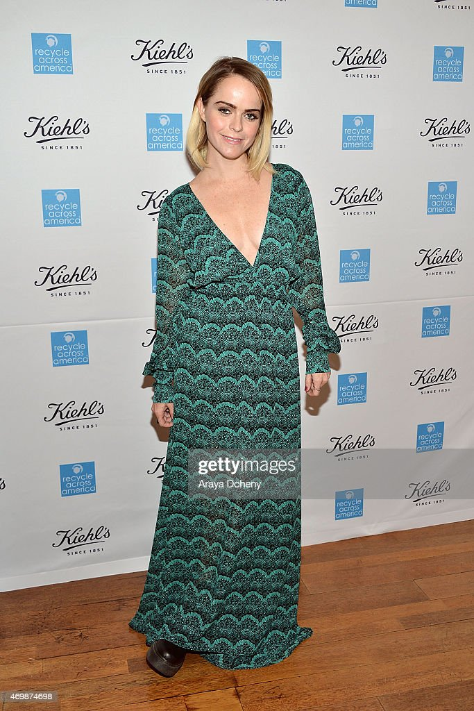 Taryn Manning attends the Kiehl's 2015 Earth Day Project with Benefitting Recycle Across America at Kiehls Since 1851 Santa Monica Store on April 15, 2015 in Santa Monica, California.