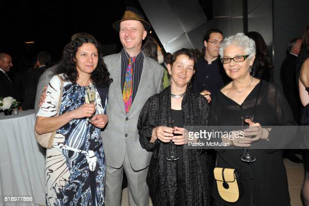 Tasha Amini Bob Smith Frances Morris and Liliana Porter attend AMERICAN PATRONS of TATE Artists' Dinner at Hearst Tower on May 4th 2010 in New York...