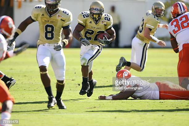 Tashard Choice of the Georgia Tech Yellow Jackets carries the ball against the Clemson Tigers at Bobby Dodd Stadium on September 29, 2007 in Atlanta,...