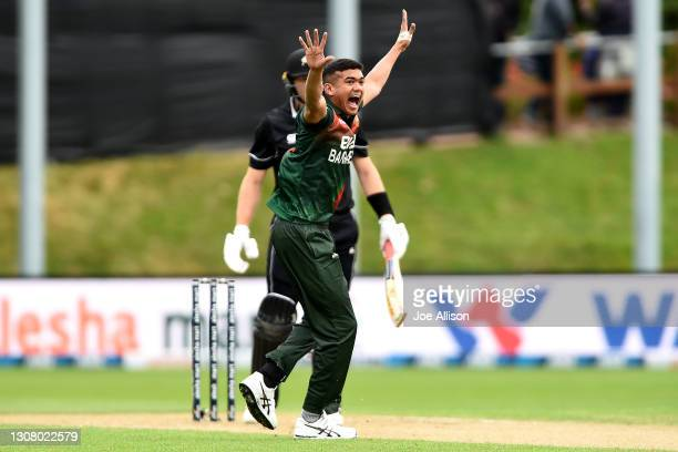 Taskin Ahmed of Bangladesh successfully appeals for the wicket of Martin Guptill during game one of the One Day International series between the New...