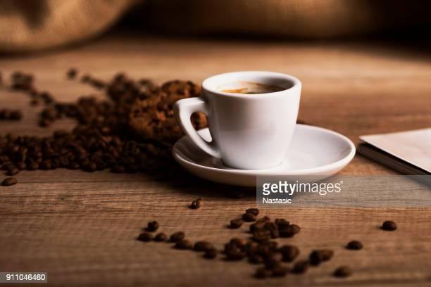 deliciosa xícara de café - coffee - fotografias e filmes do acervo