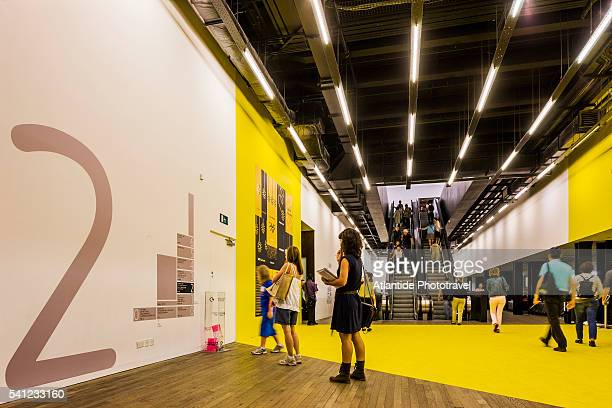 tate modern - exhibition stock pictures, royalty-free photos & images