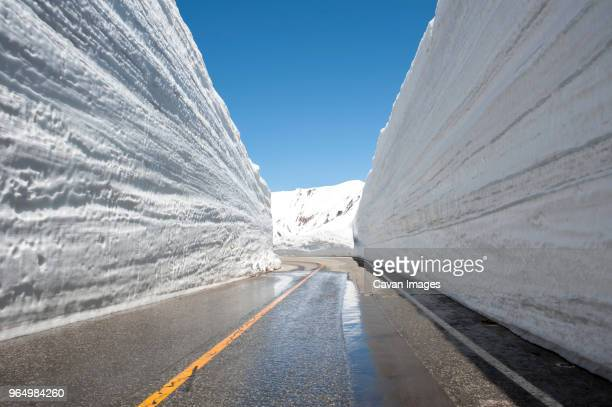 tateyama kurobe alpine route against clear sky during winter - 富山県 ストックフォトと画像