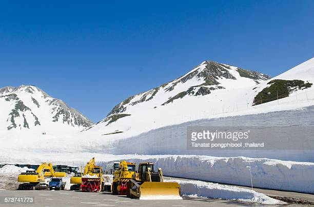 Tateyama Kurobe Alpine route snow.