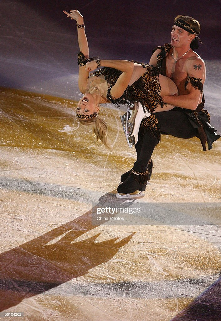 Tatiana Navka (L) and Roman Kostomarov of Russia perform during the gala exhibition at the Cup of China ISU Grand Prix Figure Skating on November 6, 2005 in Beijing, China.