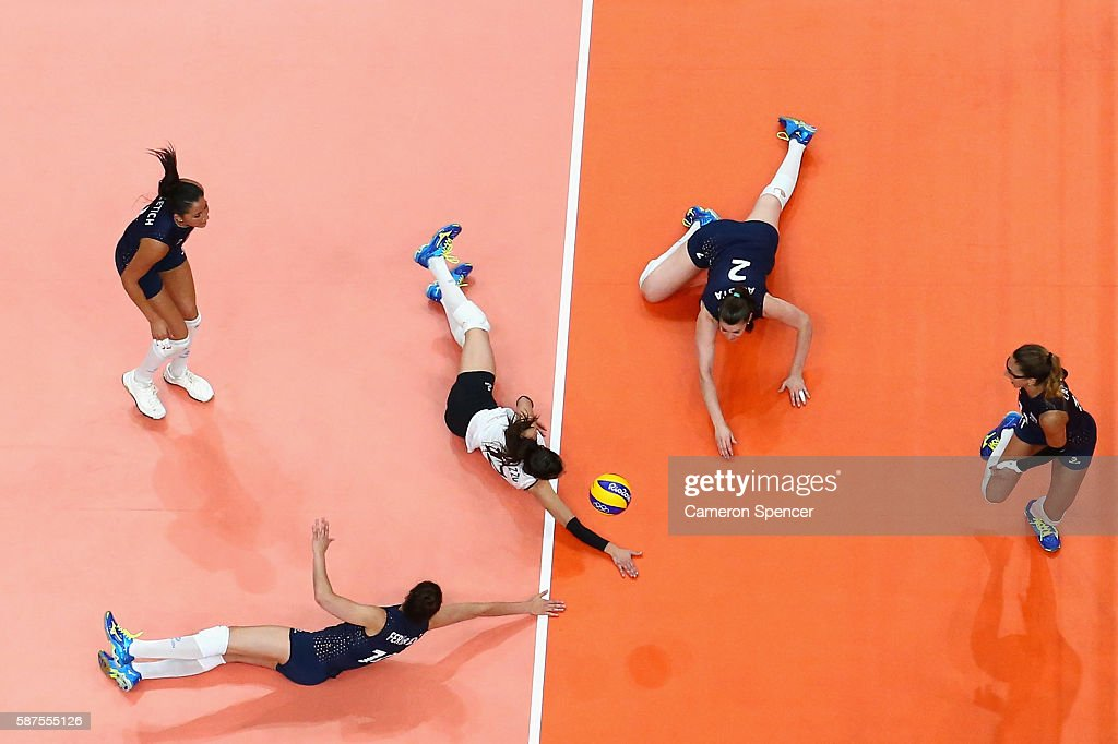 Tatiana Soledad Rizzo of Argentina and team mates attempt to return the ball during the Women's Preliminary Pool A match between Argentina and Brazil on Day 3 of the Rio 2016 Olympic Games at the Maracanazinho on August 8, 2016 in Rio de Janeiro, Brazil.