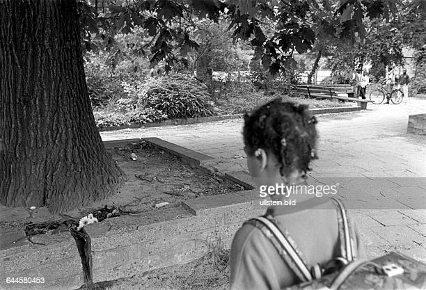 Tatort im Stadtpark von Dessau wo Alberto Adriano aus Mosambik der schon 18 Jahre in Deutschland lebt von rechten Schlaegern so schwer verletzt wurde...