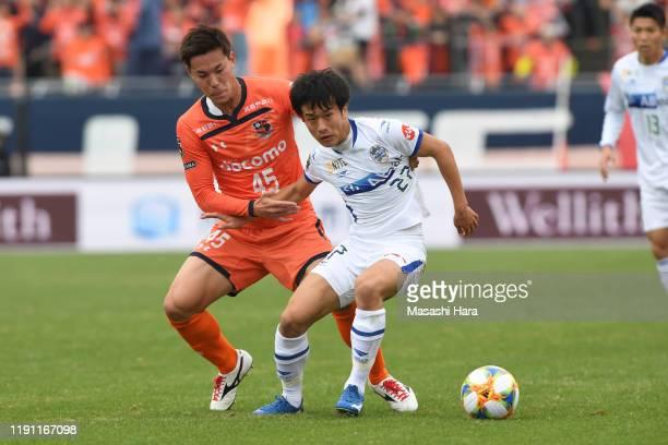 Tatsuhiro Sakamoto of Montedio Yamagata and Kazuki Kushibiki of Omiya Ardija compete for the ball during the J.League J1/J2 Play-Off first round...